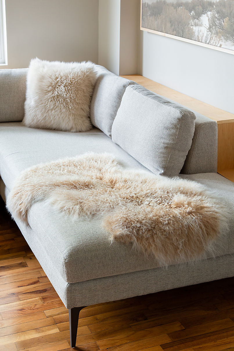Single-Pelt (2' x 3') Tibetan Lamb Fur Rug